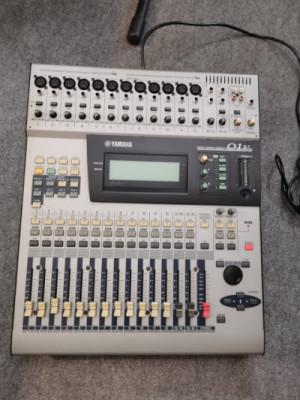 Mesa de Mezclas Directo digital Yamaha 01v