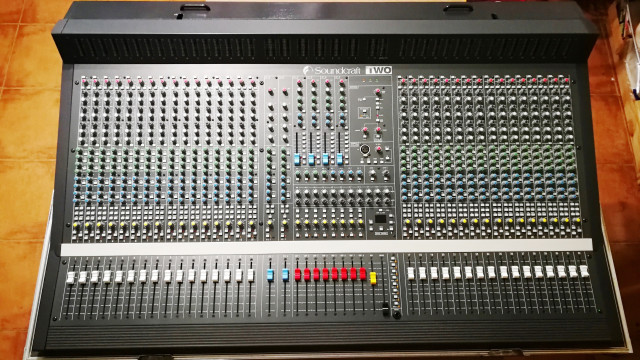Soundcraft Two 32-8-2