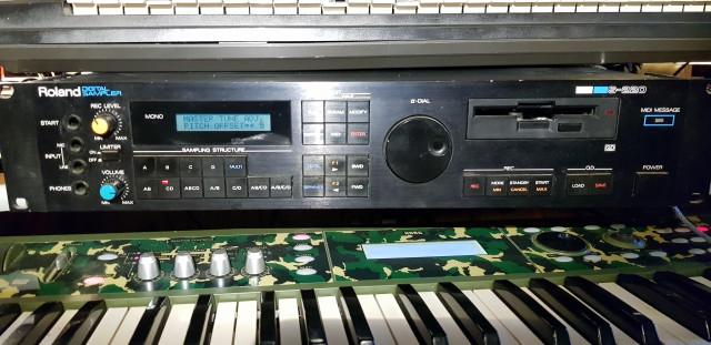 Roland S-220 (Sampler)