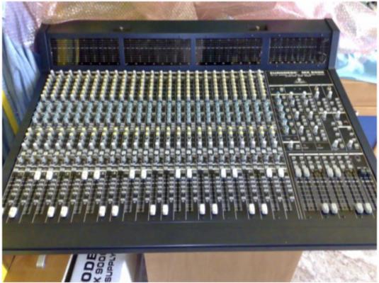 MESA MEZCLAS PROFESIONAL BEHRINGER - EURODESK MX-9000