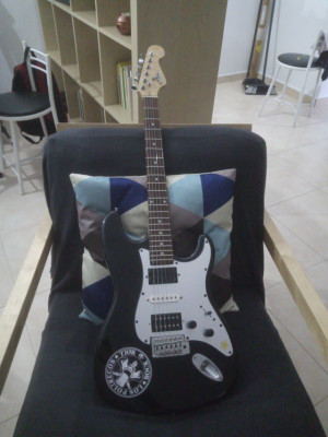 Guitarra tipo strato