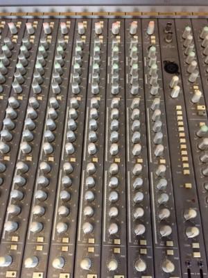 Soundtracs Megas 2