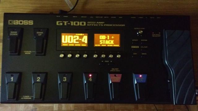Pedalera Boss GT100,perfecta,porte incluido