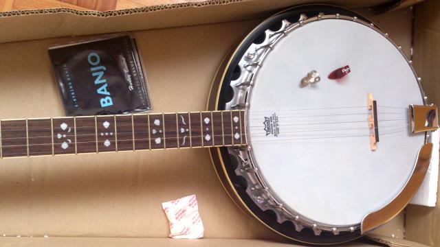 Banjo de 5 cuerdas Fender FB 54 + 2 puas + cuerdas
