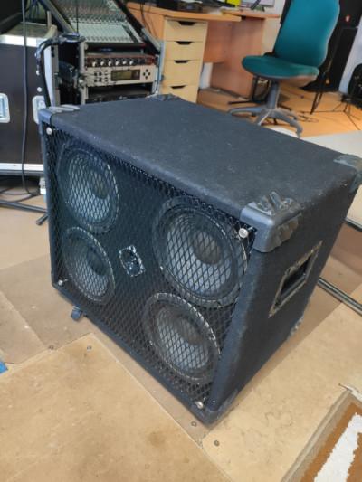 Pantalla bajo SWR Henry JR 4x8 250 wats