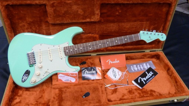 Fender Stratocaster Matching Headstock Surf Green 60 Special Ed.