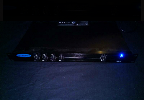 Mesa autoamplificada Crown 14m