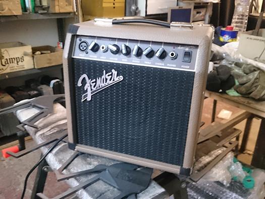 Fender Acustic. 15W.