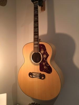 Guitarra acústica Chibson SJ200 réplica + Previo Fishman