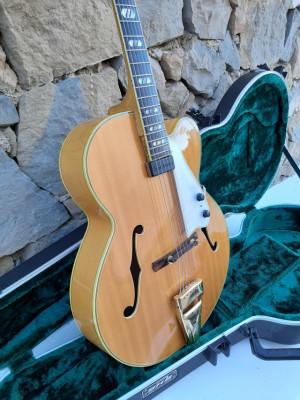 Greco 1200 archtop, similar Gibson L-5. Año 1979. Firma lutier japo