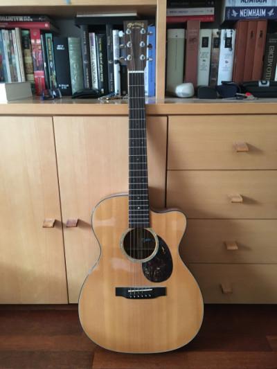 Guitarra acústica Martin OMC-16e Koa