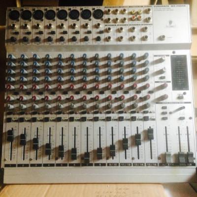Mesa de mezclas Behringer Eurorack MX2004A
