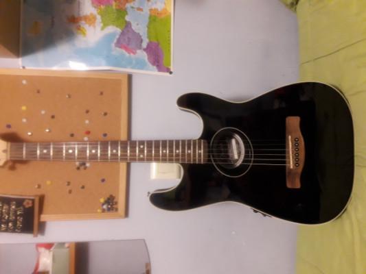 Fender stratoacustic