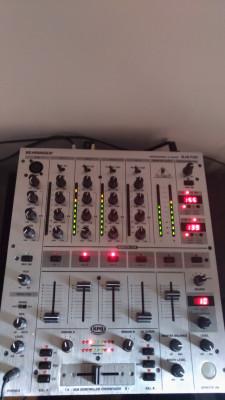 Mesa de mezclas Beringher Djx700