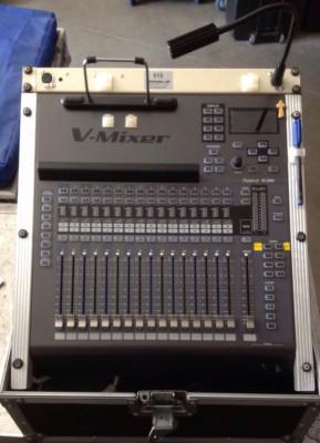 Mezclador Roland M200I y accesorios.