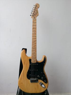 Fender stratocaster lite ash coreana con pastis  custom 69