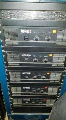 Etapa de potencia profesional JBL MPX-600.