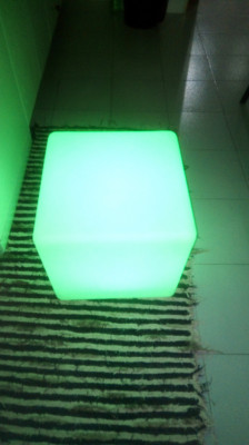 Cubo Led Multicolor con mando y sin cables autorecargable