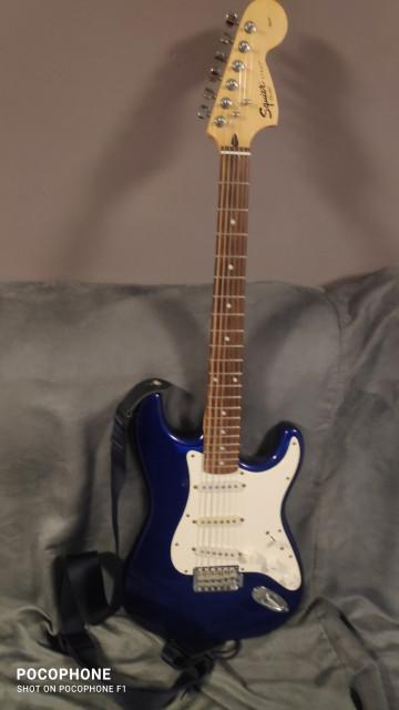 Guitarra eléctrica Fender Squier Affinity + ampli Yamaha