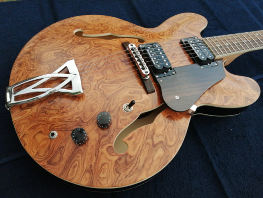 Guitarra 335 personalizada