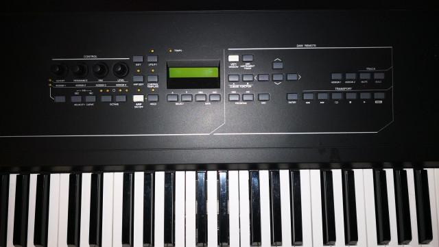 Yamaha KX8 - Teclado Maestro