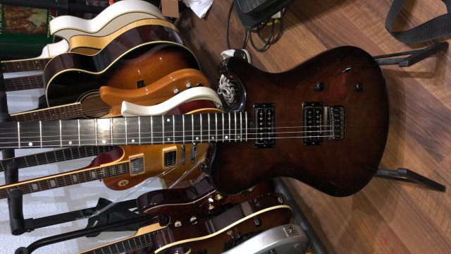 CAMBIO Guitarra eléctrica de gama alta por una clásica