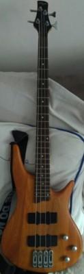 Bajo Johnny Guitar's con funda y cuerdas