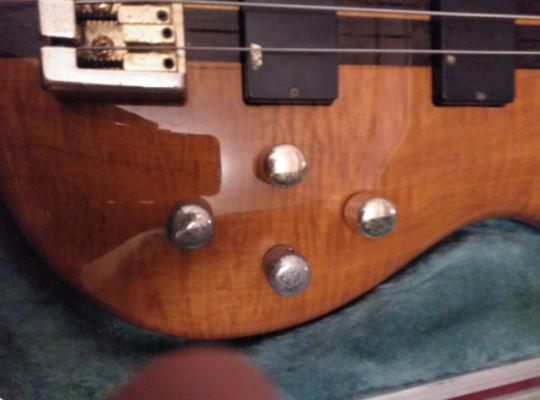 Bajo eléctrico CORT ARTISAN A5. 5 cuerdas