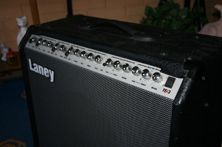 Vendo: Combo Laney tfx3 ( Made In England) 120 watt.