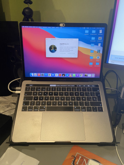 MacBook Pro (13-inch, 2018, Four Thunderbolt 3 Ports)