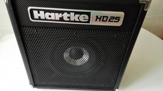 CAMBIO Hartke HD25 por LaneyCub o altavoz de quince pulgadas.