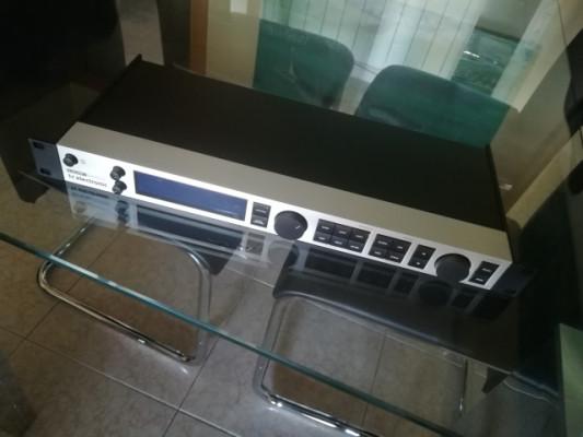 TC Electronic G-Major 2 + controladora MIDI Behringer FCB1010