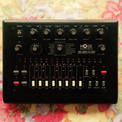 XOXBOX (Roland TB-303 clone! - Acid Bassline)