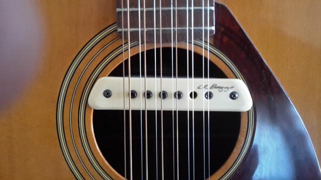 Yamaha de 12 cuerdas años 70
