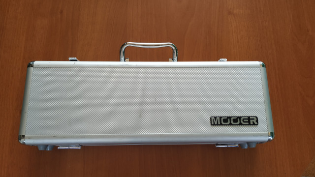 Vendo Flight Case y Pedales MOOER