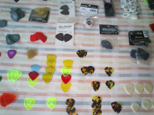 Pua / puas de guitarra  RED BEAR, JB, V PICK, BLUE CHIP, GRAVITY, DUNLOP, ETC.