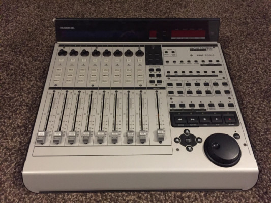 Controladora Mackie Universal Control Pro
