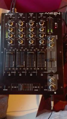 Vendo o cambio mesa de mezclas Akiyama MC E-4