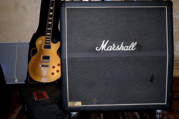 "Vendo pantalla  Marshall 4x12""  JCM 800 Lead 1960"