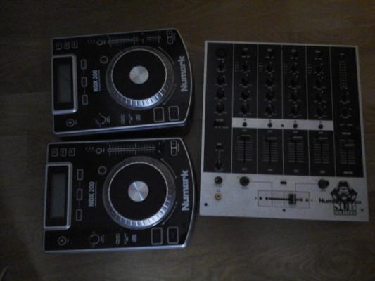 mesa de mezclas y numark controllers