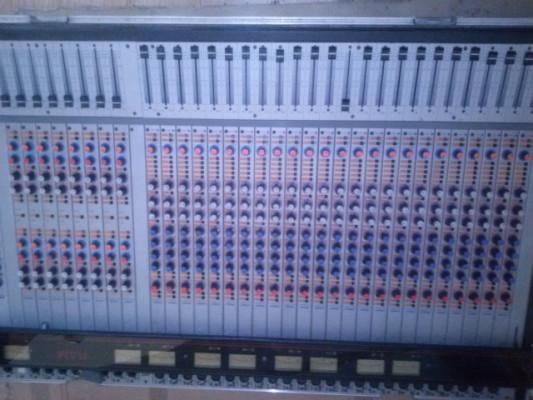 Mesa analógica RAM MEGA de los ochenta
