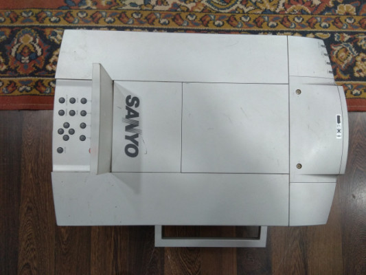 Proyector SANYO PLC-XF12E