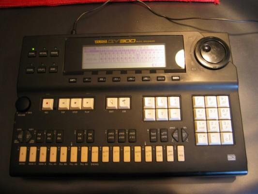 Yamaha QY300 Secuenciador musical