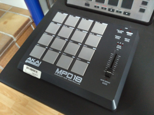 Controlador MIDI Akai MPD18 profesional
