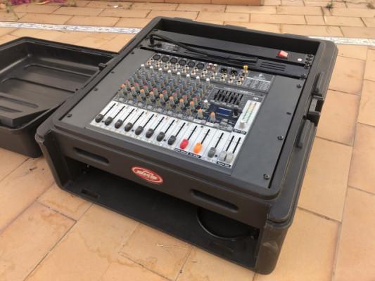 Case SKB R102 Rack + Mesa Behringer Xenyx X1222USB + Adam Hall Powerstrip + Luz Millenium RL-1001