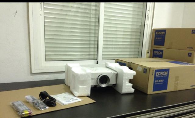 vendo proyector EPSON EB-G5600, 4500lm.