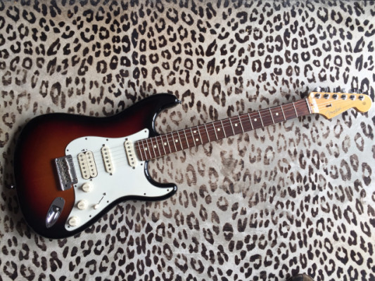 RESERVADA stratocaster  American Standard HSS 2012 specs