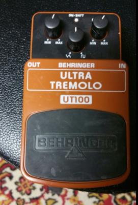 Pedal Behringer ultra tremolo