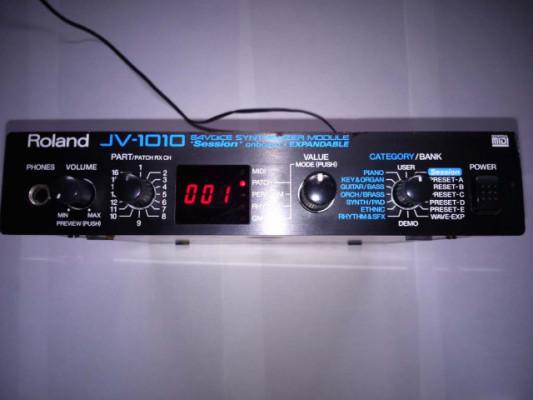 Roland JV 1010.
