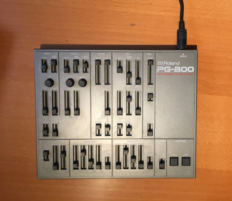 Roland PG-800